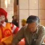 マクドナルドで食事中、動くドナルドが降臨!まさかの行動に大爆笑!