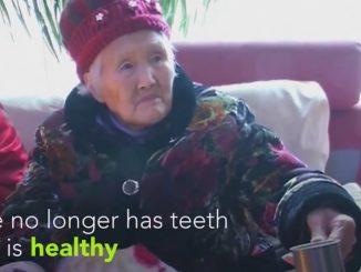 アルコールはリフレッシュさせるしエネルギーをくれると豪語する92歳のお婆さん