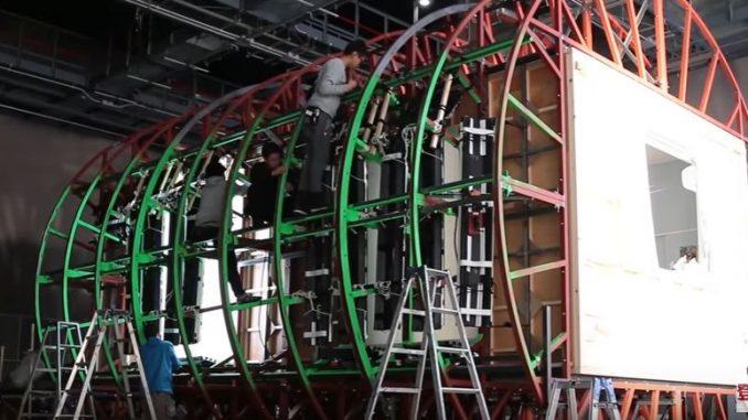 巨大な重力変化装置の中での撮影
