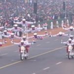 まるで大サーカス!インド共和国記念日のバイクパレード