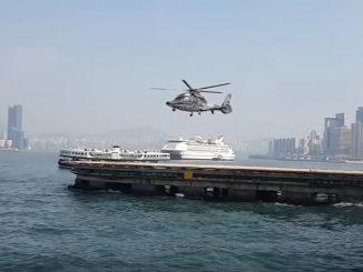 メインローターが回っていないのに飛んでいる不思議なヘリコプター