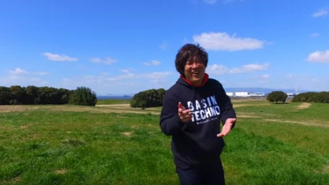 自身のミュージックビデオであるあるネタを披露した岡崎体育