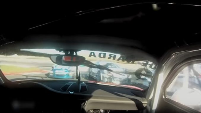 レース中にクラッシュを起こしたポルシェ