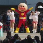 子どもたち困惑!突然パラパラを踊り始めるアンパンマンショー