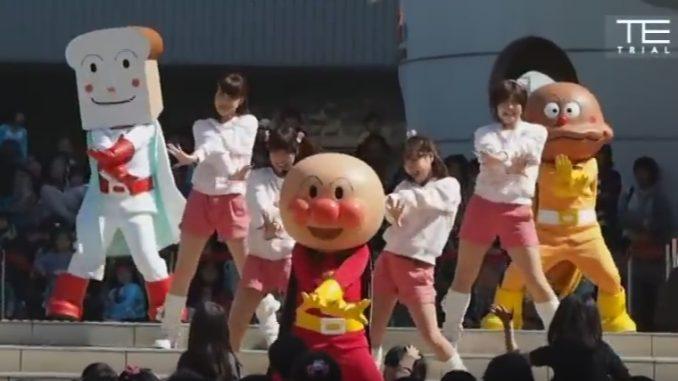 途中から突然パラパラを踊り出し、子どもたちが全く付いていけなくなるアンパンマンショー