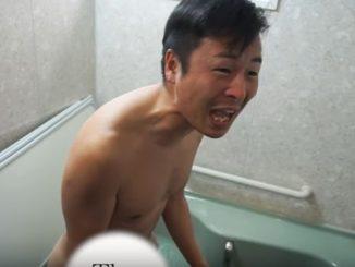 浴槽にサメがいると絶叫するMEGWIN