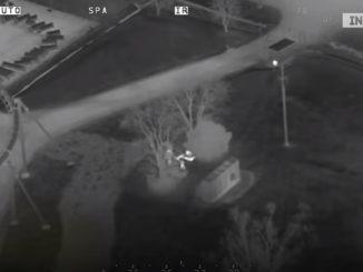 ヘリコプターから赤外線サーマルカメラを使って犯人を追うカナダ警察