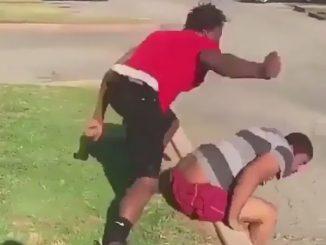 突然大ぶりで殴りかかる男性