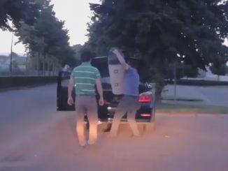 口論の最中に突然トランクからなにかを取り出す運転手