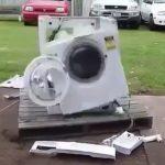 ちょっと怖い!無理をさせられた洗濯機が自壊していく動画
