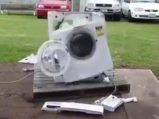 異物を入れられ壊れ始める洗濯機
